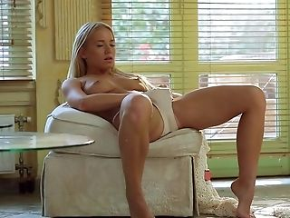 Blonde Howls As She Faux-cock Fucks Her Vagina