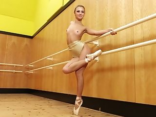 Hypnotizing Beautiful Sexy Ballerina Flashes Her Plasticity And Figure