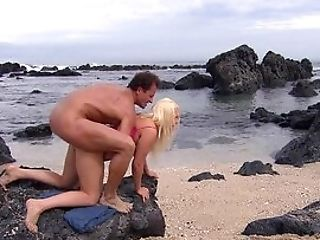 Buxom Cougar Gets Her Cooch Fucked By The Beach