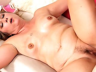 Matures Catrina Costa Gets Her Hairy Vag Pleasured With Thumbs And Man Sausage